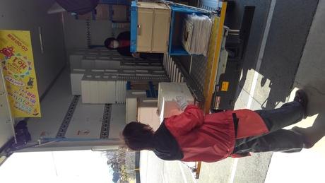 商品の仕分け、空箱等の片付け等のお仕事です。未経験者の方にも安心の研修制度